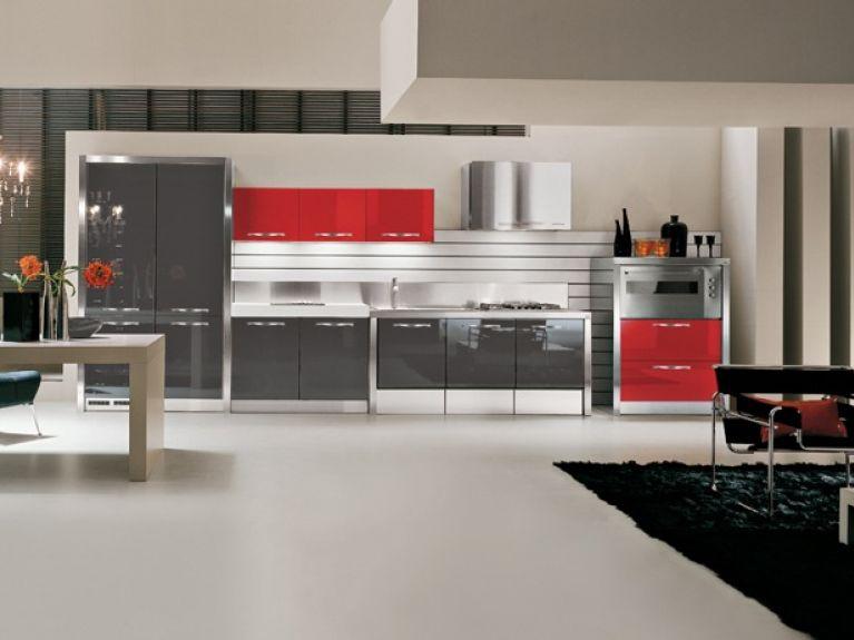 cucina con mobili rossi